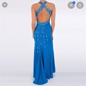 Hailey Logan by Adrianna Papell evening gown